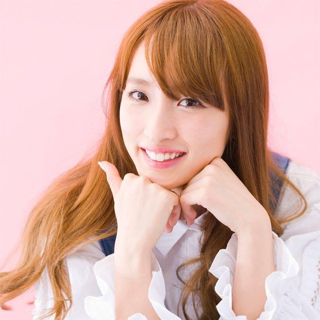 梅田彩佳の笑顔がかわいいアイドル画像